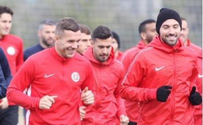 Podolski ve Ersan Gülüm, Antalyaspor'la idmana çıktı