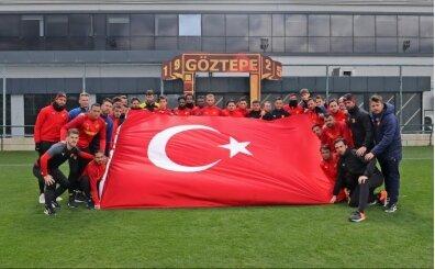 Göztepe antrenmanından 'Mehmetçiğe' selam!