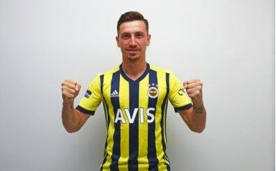 Fenerbahçe, yeni sezon formasını Mert Hakan'la açıkladı!