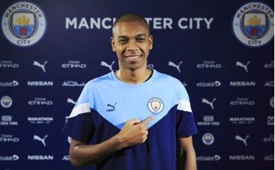 Fernandinho bir yıl daha Manchester City'de