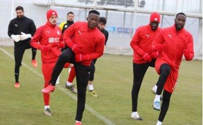 Sivasspor'da iki futbolcu pozitif