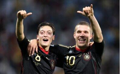 Podolski: 'Mesut Özil transferi için mutluyum'