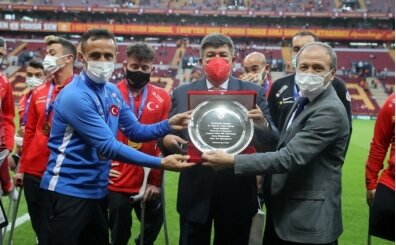 Galatasaray'dan Ampute Milli Takımı'na plaket