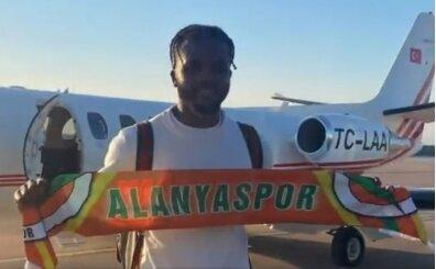 Alanyaspor, son gün özel uçakla Awaziem'i getirdi
