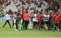 Antalya'da maç sonu olay çıktı!