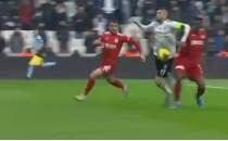 Sivasspor maçında Burak Yılmaz'ın penaltı itirazı